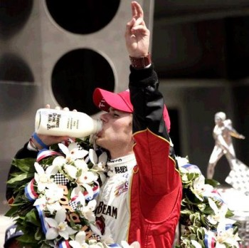 Dan Wheldon wins the 2011 Indianapolis 500, for a 2nd time!