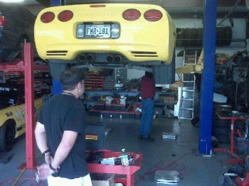 Workin' on improving Sunshine's suspension responce at Federico's shop, 911 Motors!